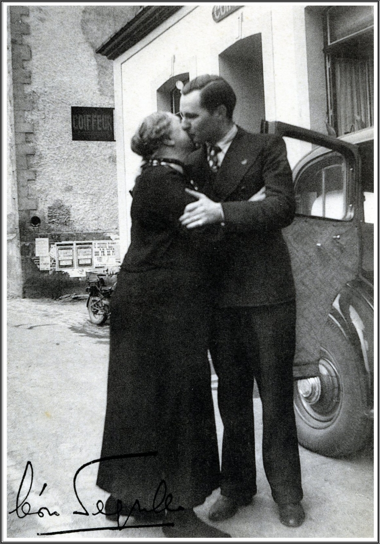 LD embrasse Maman.jpg