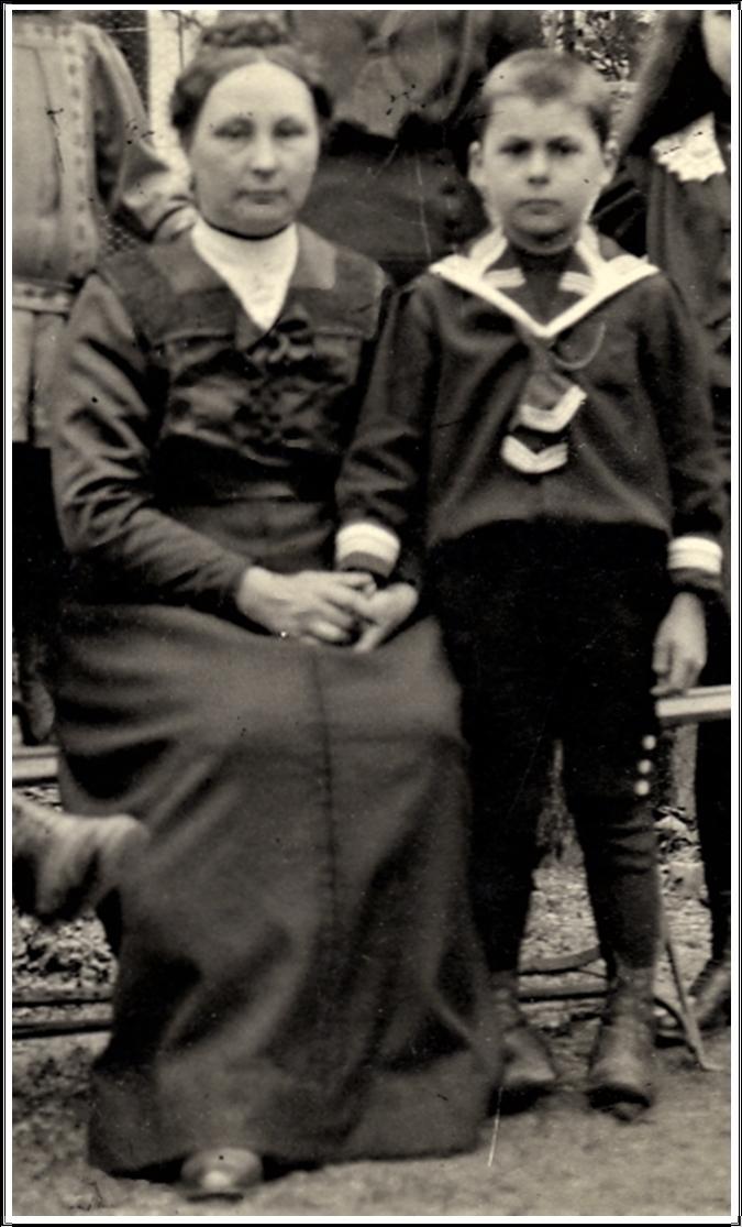 Maman Degrelle+Edouard.jpg
