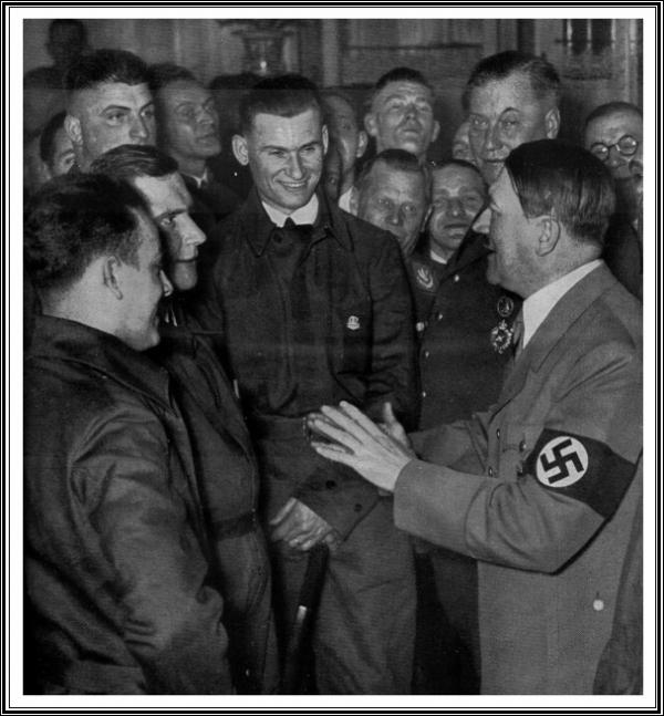 Hitler Ouvriers VW.jpg