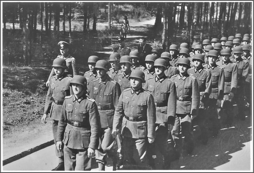 Légion Défilé 21 août 41 (1 Cie) sans écusson.JPG