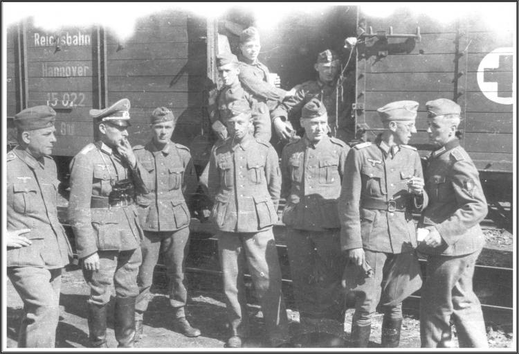 Convoi Légionnaires 2e dr. Vermeire, 3e Delattre Emile, 6e Lelièvre.JPG
