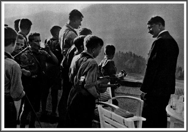 Hitler HJ Violons.jpg