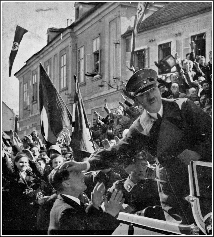Hitler Linz.jpeg