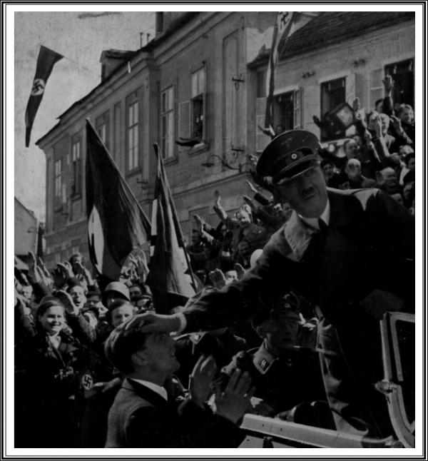 Hitler Linz.jpg